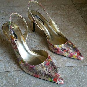 🌎 NWOT J. Renee shimmering gold heels